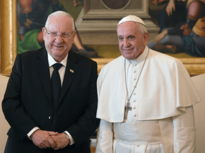 Pope Francis (R) stands next to Israeli President Reuven Rivlin during a private audience at the Vatican on November 15, 2018. (Photo by Tiziana FABI / POOL / AFP) (Photo credit should read TIZIANA FABI/AFP/Getty Images)