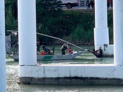 Del Rio Sector Border Patrol agents rescue five members of a Honduran migrant family from possibly drowning in Rio Grande River. (Photo: U.S. Border Patrol/Del Rio Sector)