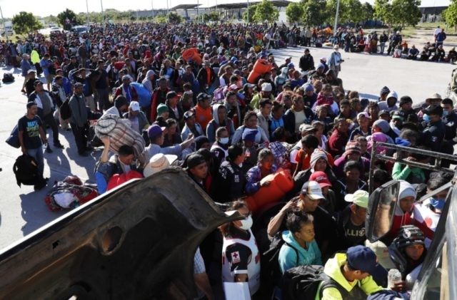 Migrant caravan groups arrive by hundreds at US border