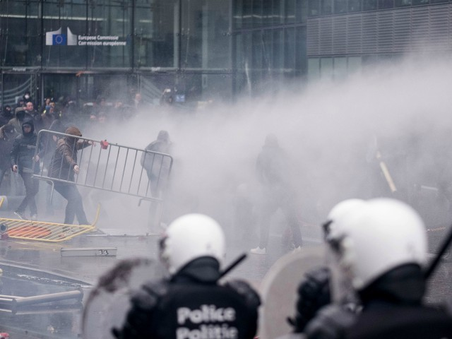 Police, Protesters Clash at EU Headquarters over UN Migration Pact