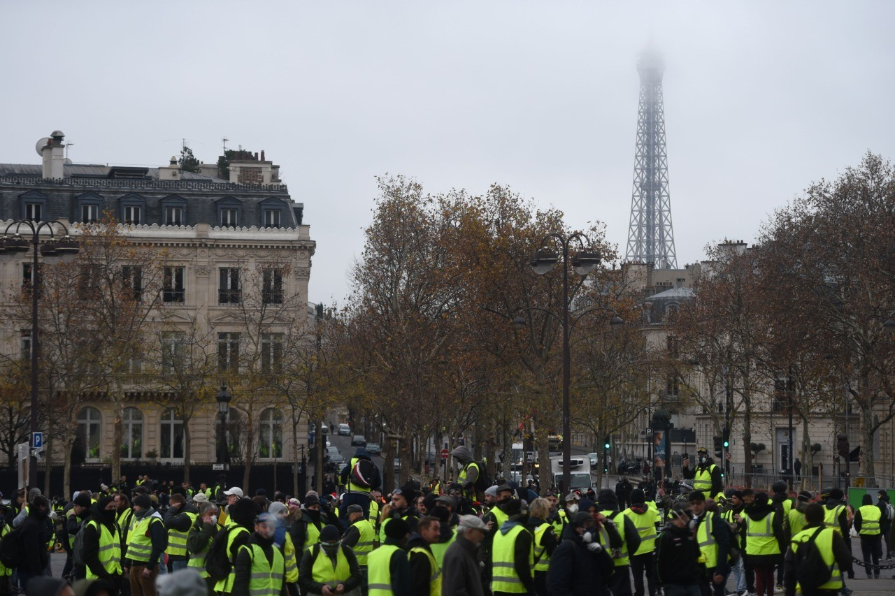 Paris riots continue despite fuel tax delay
