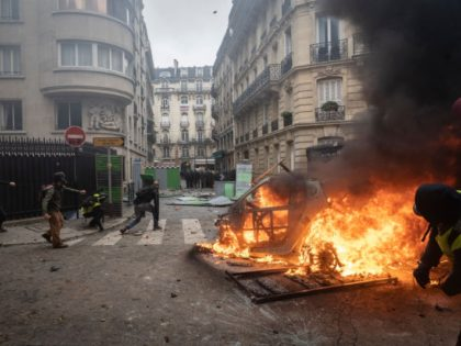 'Great Violence' in Paris Anticipated as Police Staff Join Macron Protests