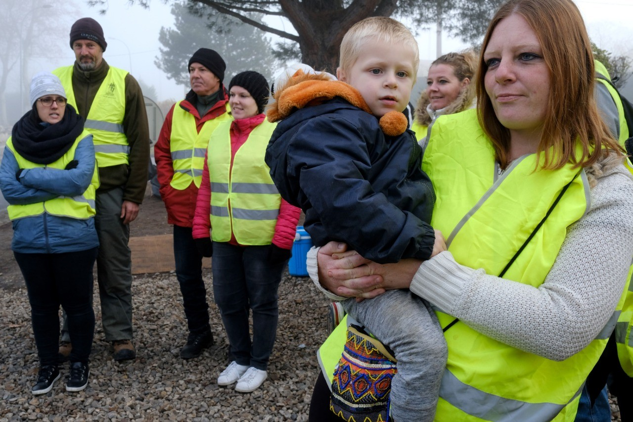 Yellow vests hit French streets for fifth consecutive weekend