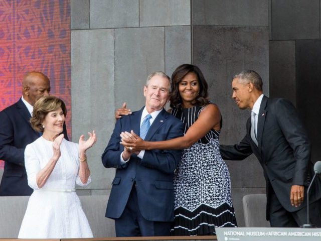TOPSHOT - (L-R) Former US First Lady Laura Bush, former US President George W. Bush, First Lady Michelle Obama, and President Barack Obama attend the opening ceremony for the Smithsonian National Museum of African American History and Culture on September 24, 2016 in Washington, D.C. / AFP / ZACH GIBSON …