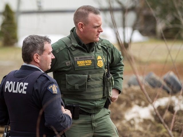 Border Patrol agent speaks with Royal Canadian Mounted Police officer near U.S.-Canada border. (File Photo: GEOFF ROBINS/AFP/Getty Images)
