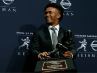 Kyler Murray of Oklahoma poses for a photo after winning the 2018 Heisman Trophy on December 8, 2018 in New York City. (Photo by Mike Stobe/Getty Images)