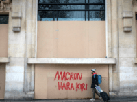 Yellow Jackets Latest: 1,000 People Still in Custody in Macron's France