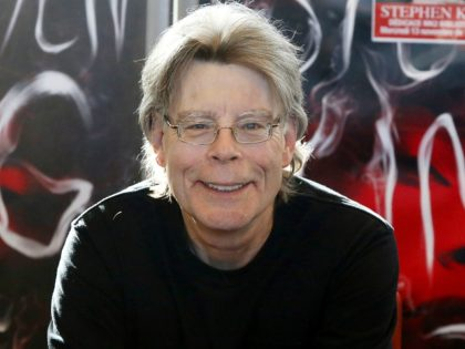 "FILE - In this Nov. 13, 2013 file photo, author Stephen King poses for the cameras, during a promotional tour for his novel, ""Doctor Sleep"", a sequel to ""The Shining', in Paris. King is one of several artists who will receive the National Medal of Arts from President Barack Obama …"