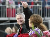 Actor Gary Sinise Gives Almost 1,700 Gold Star Families Free Trip