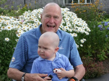 The United States Secret Service shared a touching photo Tuesday morning of the time former President George H.W. Bush— who shaved his head bald— posed for a picture with an agent's son whose head was also shaved after being diagnosed with leukemia.