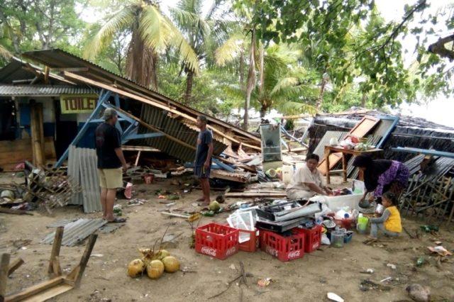 volcano tsunami kills at least 62 in indonesia
