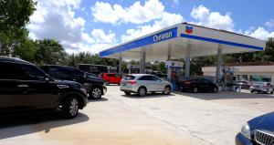 U.S. fuel prices hit low for year, may continue dropping
