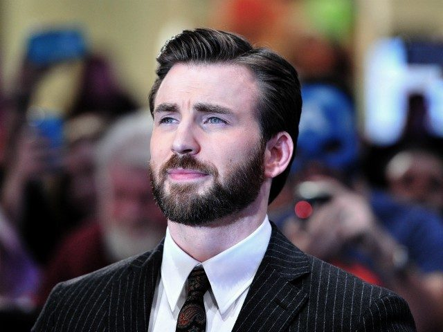 US actor Chris Evans poses for photographs as he arrives to attend the UK premiere of Captain America: The Winter Soldier in London on March 20, 2014. AFP PHOTO / CARL COURT (Photo credit should read CARL COURT/AFP/Getty Images)