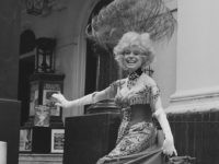 American actress and singer Carol Channing poses for a photocall outside the Drury Lane Theatre in London, wearing her costume from the musical 'Hello, Dolly!', 20th August 1979. (Photo by Monti Spry/Central Press/Hulton Archive/Getty Images)