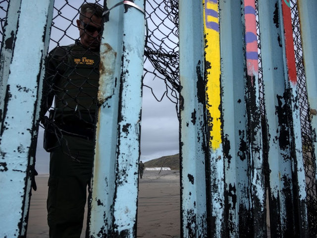 A border patrol agent checks on the US-Mexico border fence as seen from Playas de Tijuana, in Baja California state, Mexico, on January 16, 2019. - Hundreds of Hondurans have set out on a trek to the United States, forming another caravan, which US President Donald Trump cited Tuesday to …