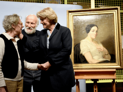 The Federal Government's Commissioner for Culture and the Media Monika Gruetters (R) shakes hands with heir Maria de las Mercedes Estrada (L) as heir Wolfgang Kleinertz (C) looks on during the restitution of a painting titled 'Portrait of a seated woman' by artist Thomas Couture, on January 8, 2019 in …