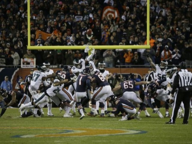 Cody Parkey's game-winning field goal attempt hits upright, crossbar and fails