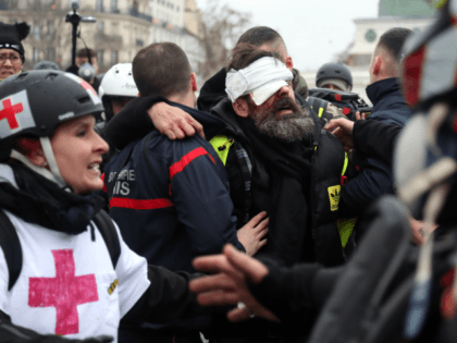Leading Yellow Vest Suffers Serious Eye Injury in Paris Protests