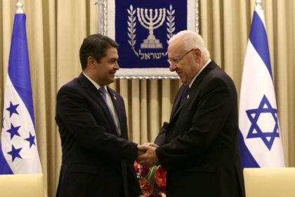 Israeli President Reuven Rivlin (R) shakes hands with Honduran President Juan Orlando Hernandez during a meeting at the presidential compound in Jerusalem, on October 29, 2015