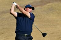 Mickelson maintains two-shot lead in Desert Classic