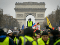 Yellow Vest Claims Movement Has 'Paramilitaries' Ready to Overthrow Macron