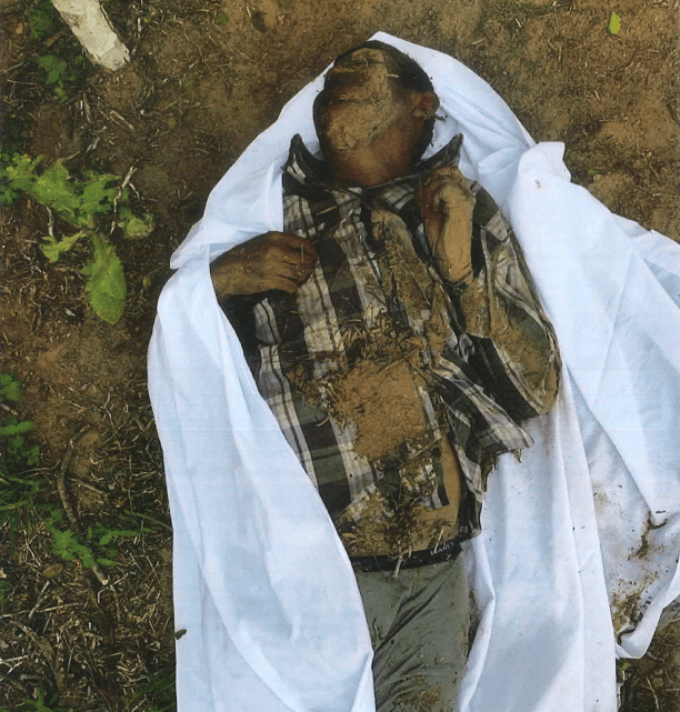 Brooks County Sheriff's Office Deputies recover the body of a deceased migrant about 80 miles from the Mexican border with Texas. (Photo: Brooks County Sheriff's Office)
