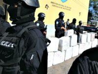 Police officers from the anti-drug squad in Tegucigalpa on October 7, 2010 look after a load of 500 kilos of cocaine seized from traffickers during a joint operation by the Honduran Police, the Army and the US Drug Enforcement Administration (DEA), in Brus Laguna, Mosquitia, Honduras. AFP PHOTO/Orlando SIERRA