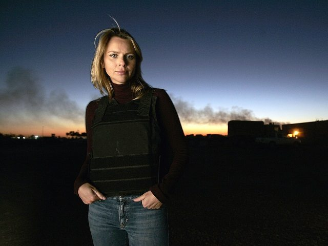 BAGHDAD, IRAQ - NOVEMBER 17: Journalist Lara Logan of CBS News appears in Camp Victory in Baghdad, Iraq November 17, 2006. (Photo by Chris Hondros/Getty Images)