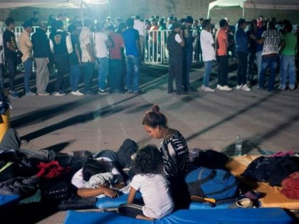 Central American Caravan Migrants wait to enter U.S. from Mexico. (Photo: JULIO CESAR AGUILAR/AFP/Getty Images)