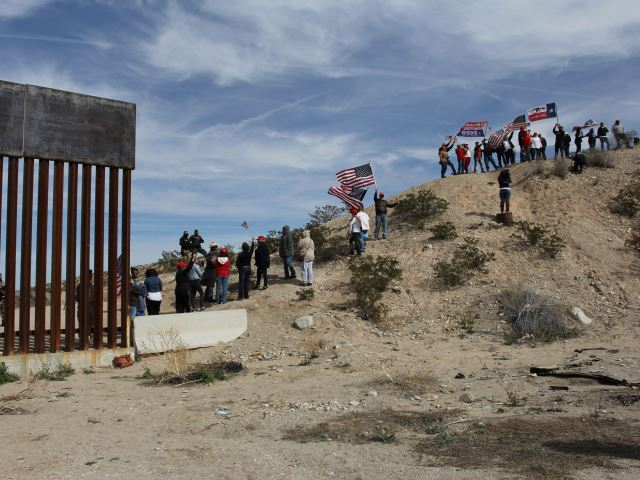"Border-security advocates form a ""human wall"" at an unsecured section of the New Mexico/Mexico border. (Photo: HERIKA MARTINEZ/AFP/Getty Images)"
