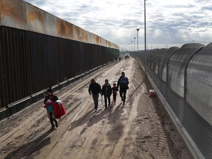 DHS Releases 84.5K Border Crossers, Illegal Aliens into U.S. in Two Months