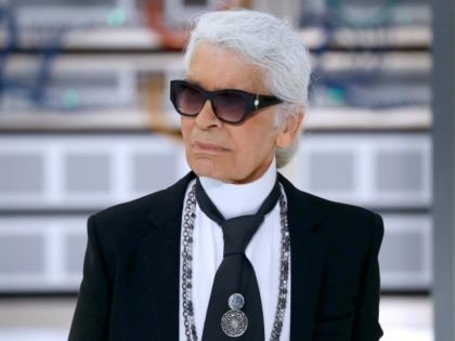 German fashion designer Karl Lagerfeld acknowledges the audience at the end of the Chanel 2017 Spring/Summer ready-to-wear collection fashion show on October 4, 2016 in Paris. / AFP / PATRICK KOVARIK (Photo credit should read PATRICK KOVARIK/AFP/Getty Images)