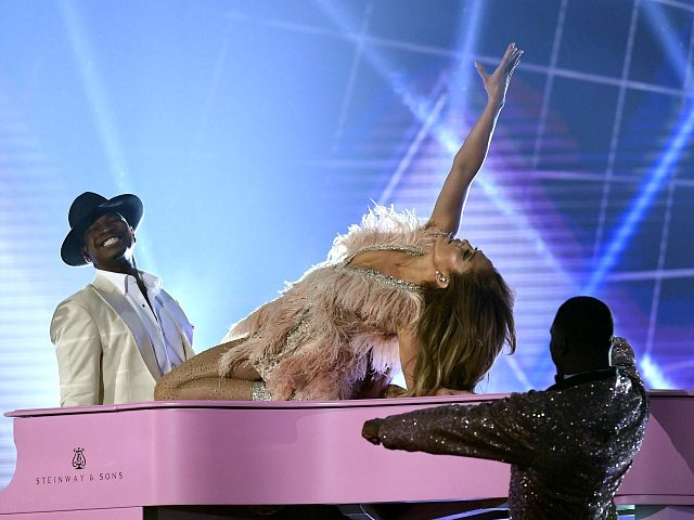 LOS ANGELES, CALIFORNIA - FEBRUARY 10: Ne-Yo and Jennifer Lopez perform onstage during the 61st Annual GRAMMY Awards at Staples Center on February 10, 2019 in Los Angeles, California. (Photo by Kevork Djansezian/Getty Images)