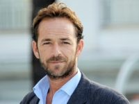 Actor Luke Perry poses during the TV series photocall 'Goodnight for Justice' during the 26th edition of the five-day MIPCOM, on October 5, 2010 in Cannes. Thousands of TV content buyers are due to attend this year's international audiovisual entertainment trade show. AFP PHOTO / VALERY HACHE (Photo credit should …