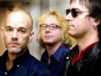 LONDON, UNITED KINGDOM: Members of the American rock group R.E.M from L Michael Stipe, Mike Mills and Peter Buck poses for media during a photocall in London, 27 April 2001. The group are in London to promote their newly released album and to play at the Freedom day concert at …