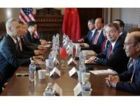 WASHINGTON, DC - JANUARY 30: (R-L) Commerce Secretary Wilbur Ross, U.S. Trade Representative Robert Lighthizer and other Trump Administration officials sit down with Chinese Vice Premier Liu He (L), Central Bank Governor Yi Gang (2nd L) and other Chinese vice ministers and senior officials for negotiations in the Diplomatic Room …