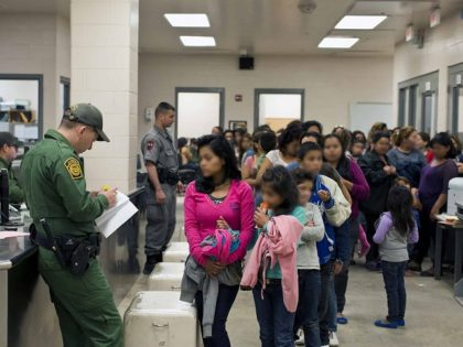 Border Patrol agents processing unaccompanied minors. (Photo: U.S. Customs and Border Protection/Hector Silva)