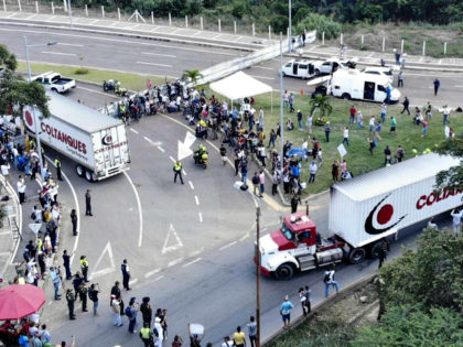 Aerial view of trucks loaded with humanitarian aid for Venezuela drive to the Tienditas Bridge on the border between Cucuta, Colombia and Tachira, Venezuela, on February 7, 2019. - Venezuelan military officers blocked a bridge on the border with Colombia ahead of an anticipated humanitarian aid shipment, as opposition leader …