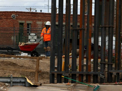 US workers build the border wall between El Paso, Texas, US and Ciudad Juarez, Mexico on February 5, 2019. (Photo by HERIKA MARTINEZ / AFP) (Photo credit should read HERIKA MARTINEZ/AFP/Getty Images)