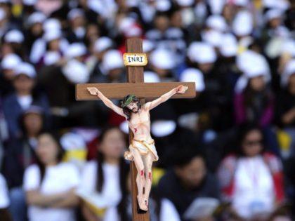 The Latest: Pope arrives at UAE stadium to celebrate Mass