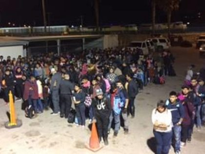 El Paso Sector Border Patrol agents apprehended more than 400 migrants in a five-minute period on March 19, 2019. (Photo: U.S. Border Patrol/El Paso Sector)
