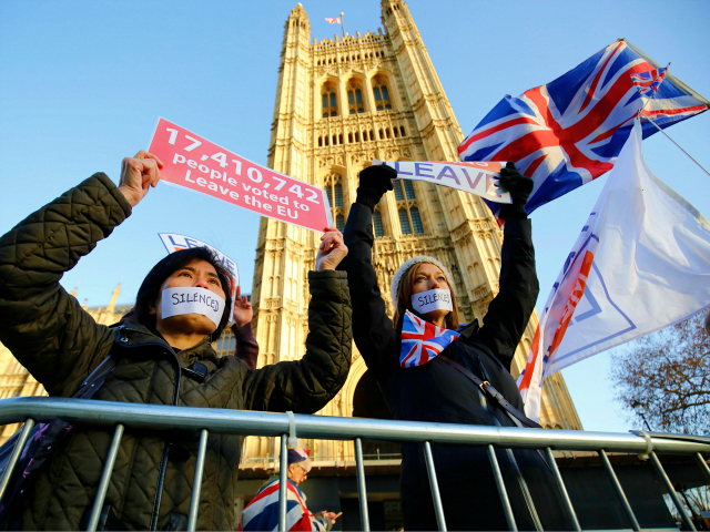 Pro-Brexit activists protest outside the Houses of Parliament in London on December 11, 2018. - British Prime Minister Theresa May began a humiliating European tour on Tuesday in a desperate bid to salvage her Brexit deal, a day after delaying a parliamentary vote on the text to avoid a crushing …