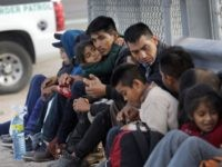 El Paso Sector Border Patrol agents apprehend migrant families who illegally crossed the border to seek asylum. (File Photo: John Moore/Getty Images)