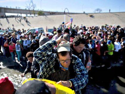 Migrants Crossing Ramon EspinosaAP