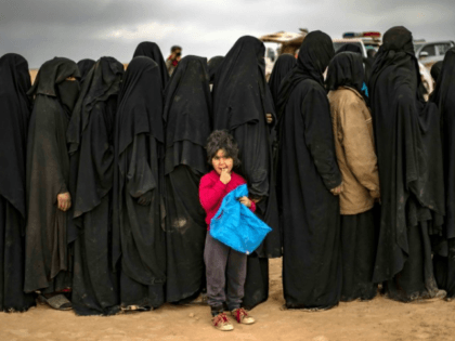 ddb796_women-children-queue-screening-point-fleeing-islamic-state-group-syrian
