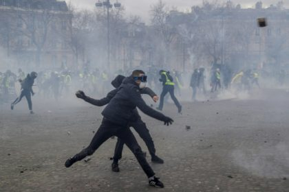 'It's the apocalypse': Paris rioters run amok at yellow vest rallies