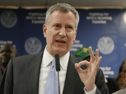 De Blasio Threatens to Sue if Trump Sends Immigrants to Sanctuary City NYC