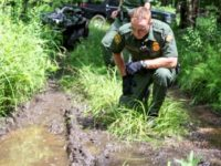 Swanton Sector Border Patrol agents track illegal aliens who illegally crossed the border from Canada into the U.S. (Photo: U.S. Border Patrol/Swanton Sector)