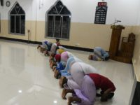 In this picture taken on April 25, 2019, Sri Lankan Muslim men pray at the National Thowheeth Jama'ath (NTJ) mosque in Kattankudy. - Zahran Hashim's sword-wielding zealotry fuelled fears in the sleepy east coast town of Kattankudy long before the cleric became Sri Lanka's most wanted man over the horrific …