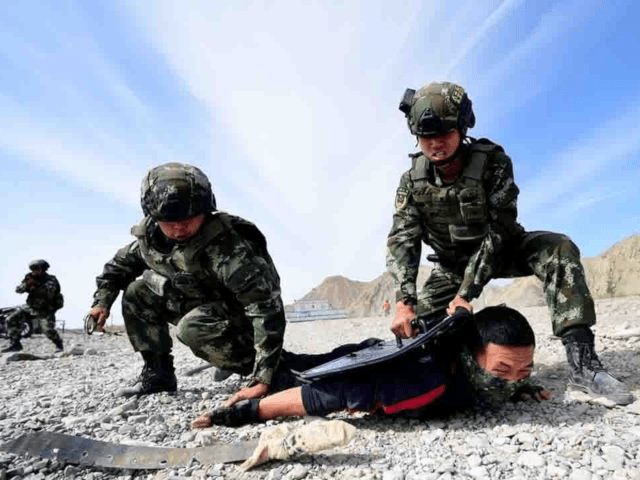 Border control police from China and Kyrgyzstan have concluded a joint anti-terror drill in the border area of northwest China's Xinjiang Uygur Autonomous Region.